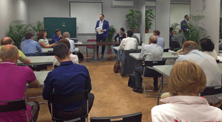 Проведение инвестиционной презентации генеральным директором компании на групповом собеседовании менеджеров по продажам